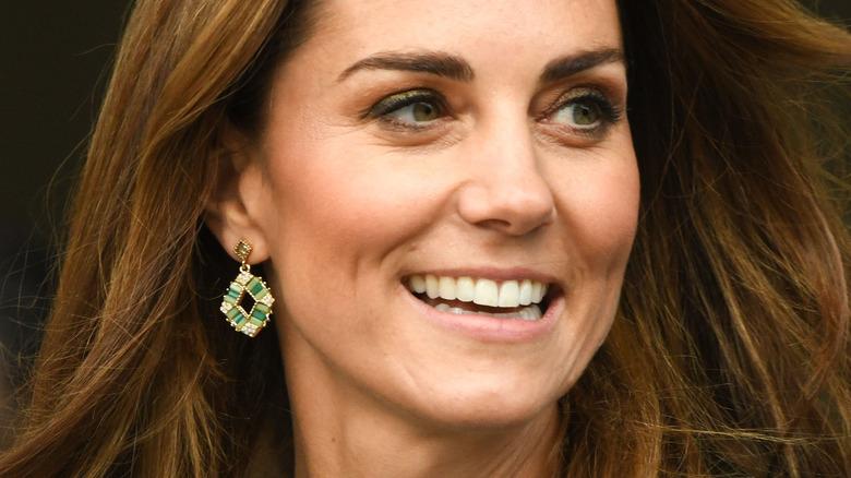 Kate Middleton smiler på arrangementet
