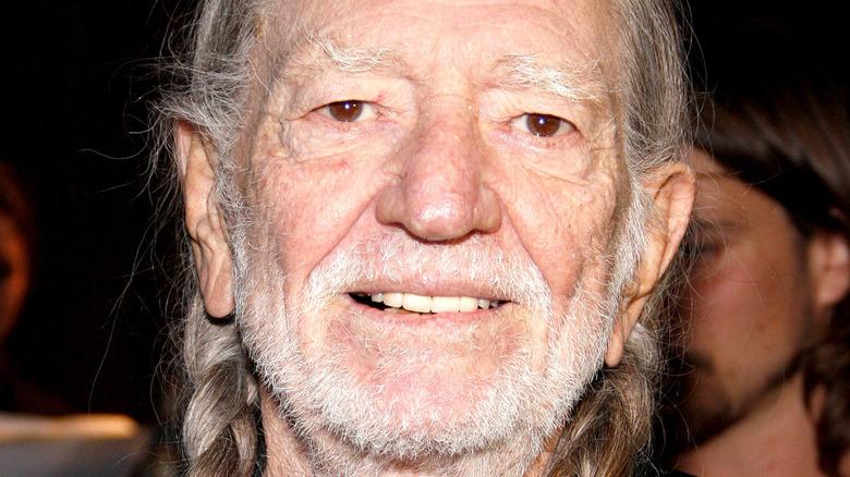 Willie Nelson poserer