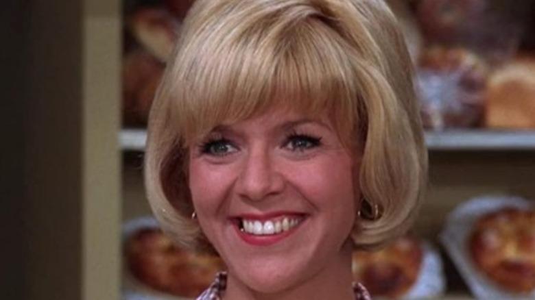 """Arlene Golonka smiler på """"The Andy Griffith Show"""""""