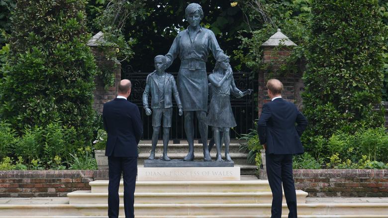 william harry diana statue avduking