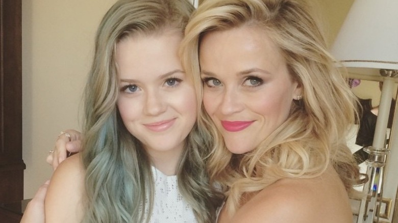 Reese Witherspoon klemmer Ava Phillippe