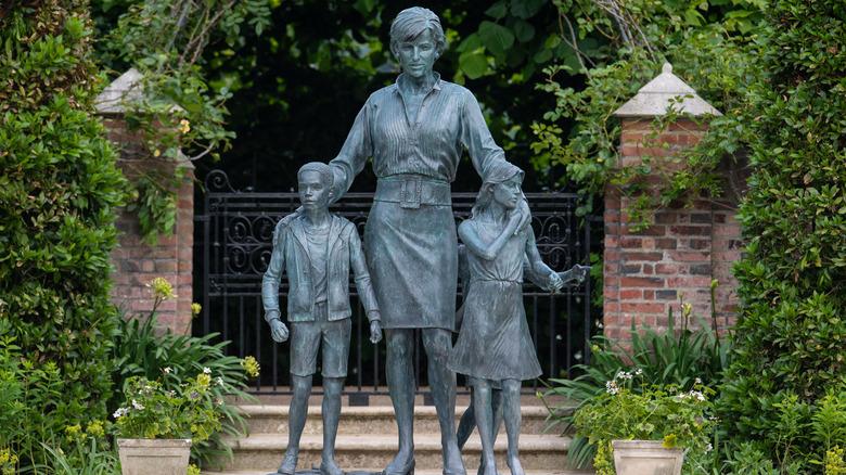 Prinsesse Dianas statue, rett frem bilde fra Sunken Garden