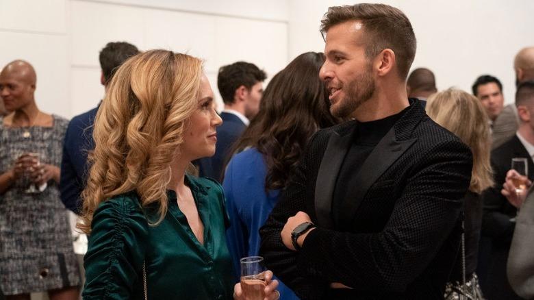 Kirsten Jordan og Tyler Whitman snakker
