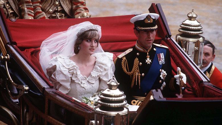 Prinsesse Diana og prins Charles på bryllupsdagen.