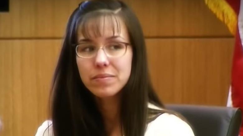 Jodi Arias smiler under vitneforklaringen