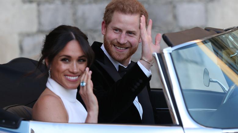 Prins Harry og Meghan Markle vinker