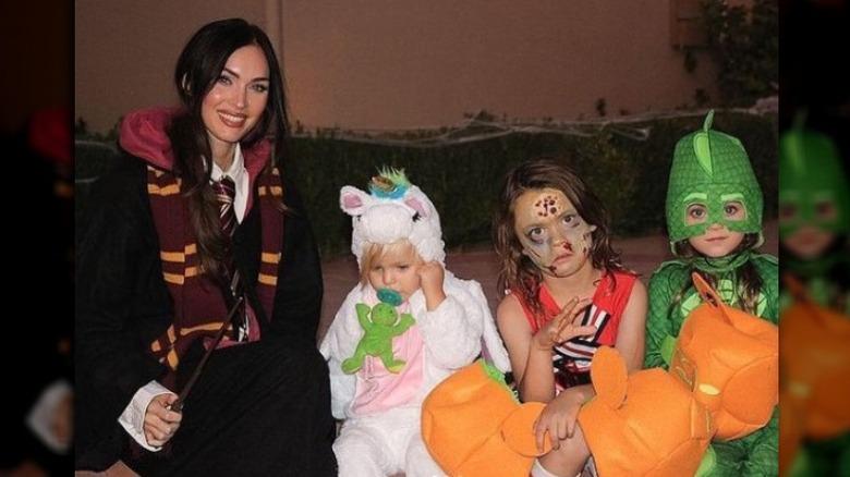 Megan Fox og hennes sønner i Halloween-kostymer