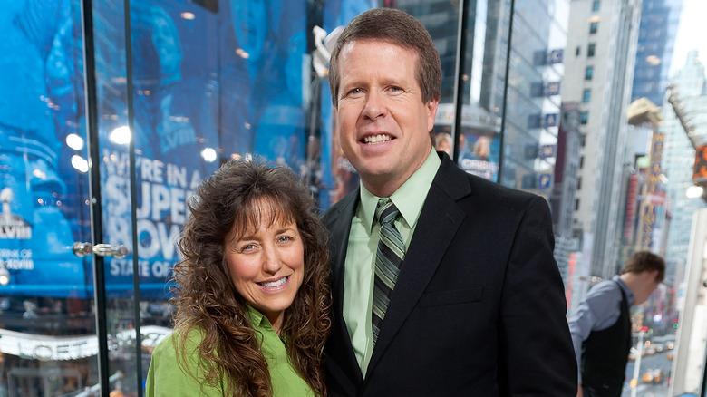 Michelle og Jim Bob Duggar poserer