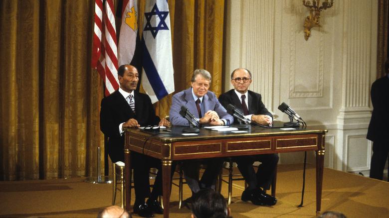 Egyptens president Anwar Al Sadat, Jimmy Carter og Israels statsminister Menachem Begin