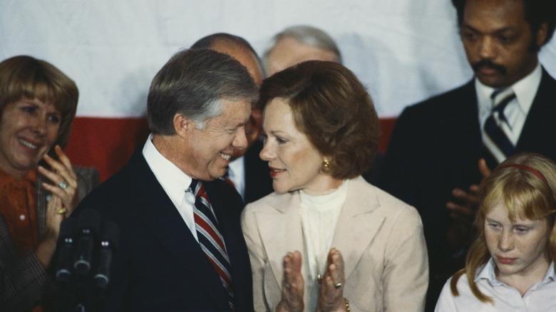 Jimmy Carter og Rosalynn Carter etter å ha innrømmet nederlag
