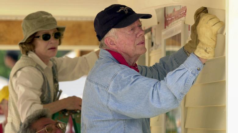 Jimmy Carter bygger et hus