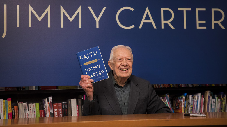 Jimmy Carter med boka si