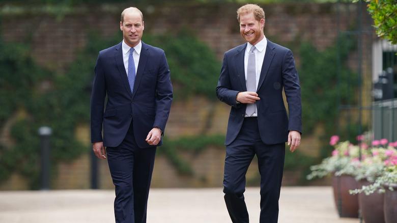 Prins William og prins Harry går