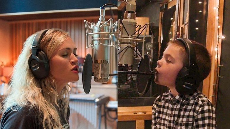 Carrie Underwood og sønnen Isaiah synger