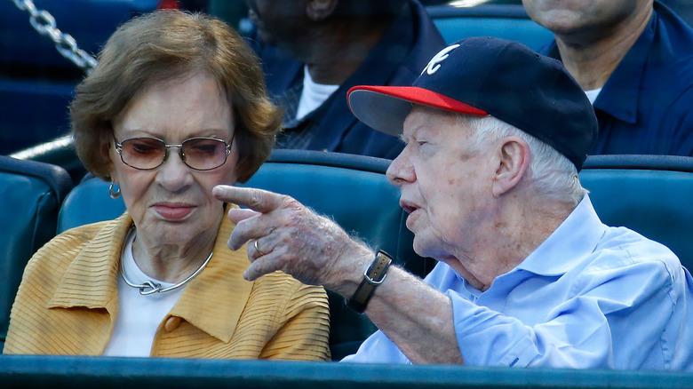 Jimmy og Rosalynn Carter deltar på baseballkamp