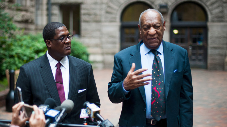 Bill Cosby og hans advokat snakker til pressen