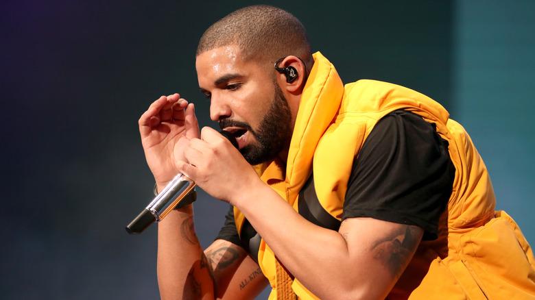 Drake opptrer