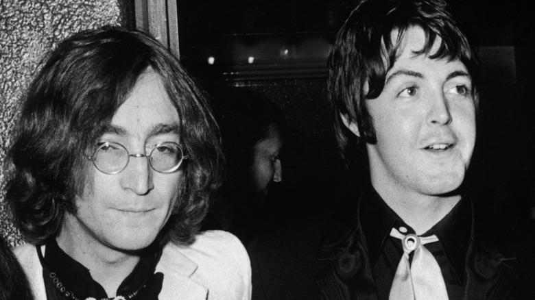 John Lennon og Paul McCartney, poserer