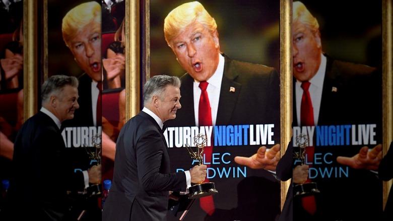 Alec Baldwin holder Emmy for portretteringen av Donald Trump
