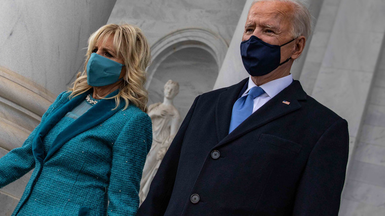 Joe Biden og Jill Biden går i ansiktsmasker