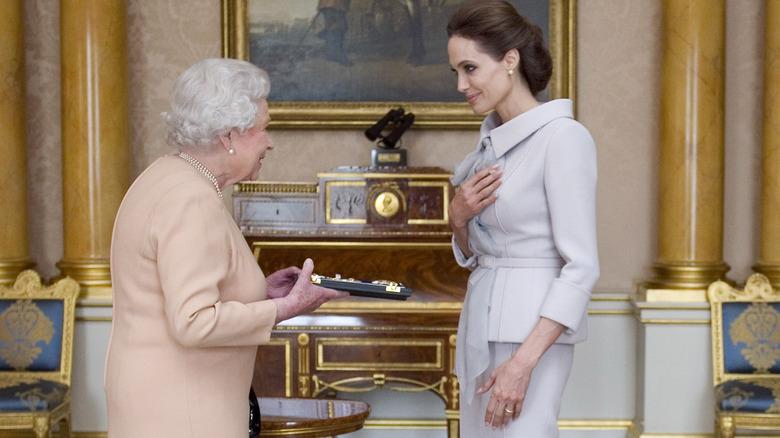 Angelina Jolie, dronning Elizabeth, 2014-bilde av møtet