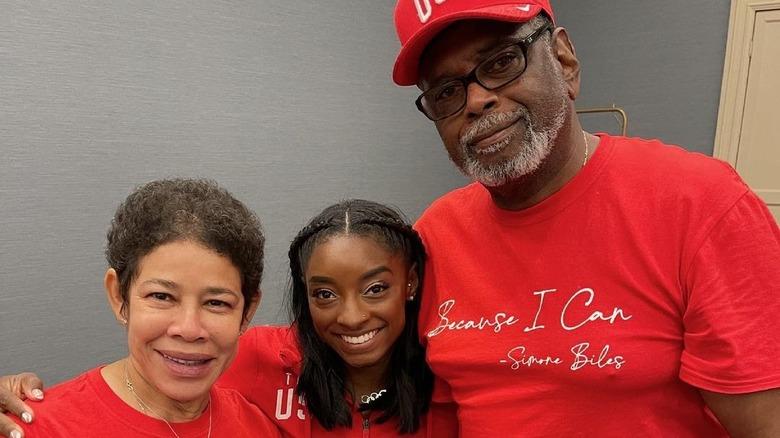 Simone Biles med foreldrene Nellie og Ron