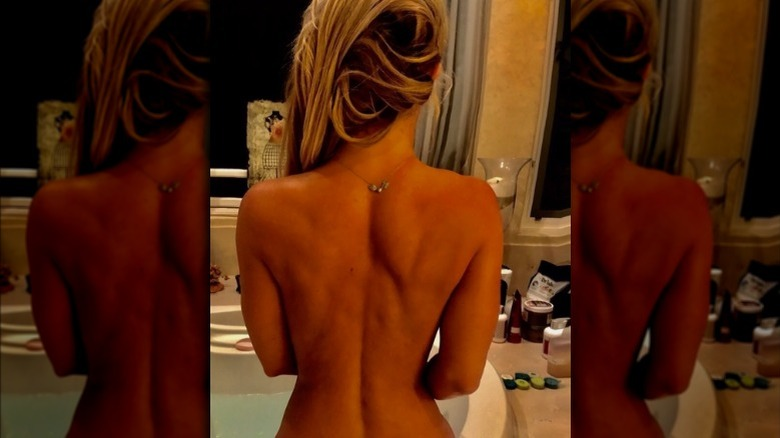 Britney Spears med bare bakovervendt kamera