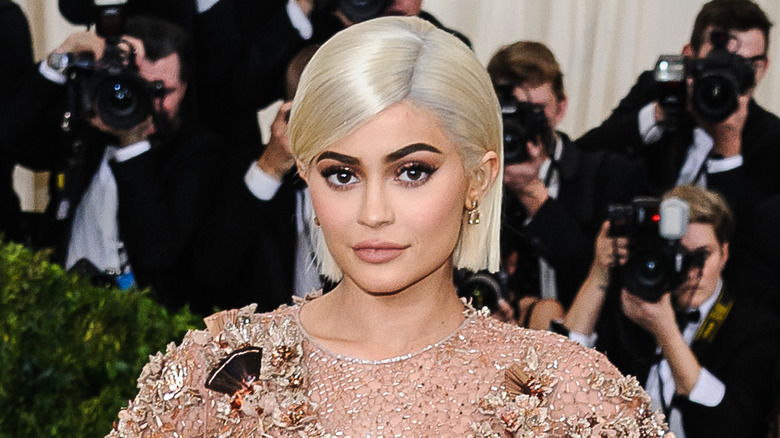 Kylie Jenner poserer