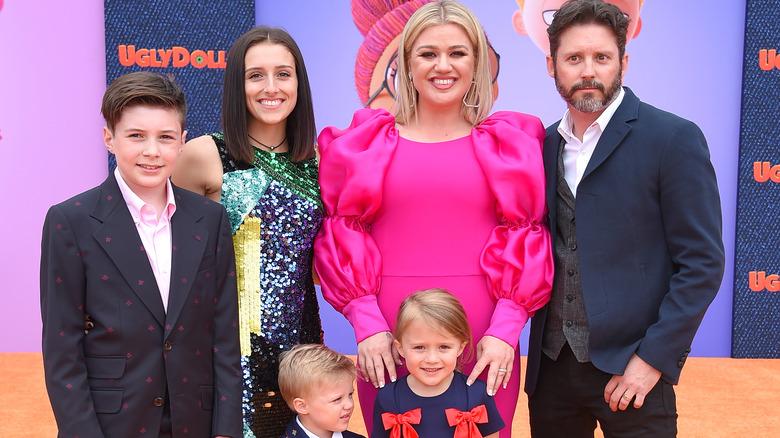 Kelly Clarkson familie rød teppe