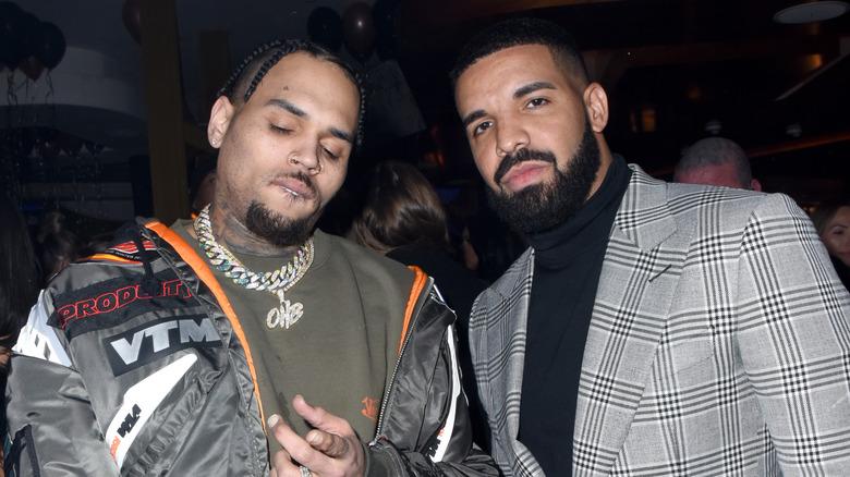 Chris Brown og Drake, begge poserer