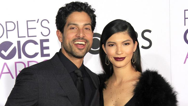 Adam Rodriguez og Grace Gail poserer sammen