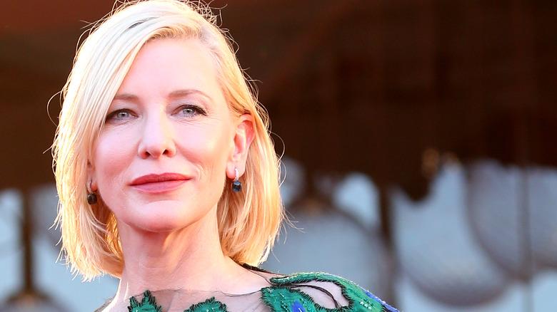 Cate Blanchett, smilende, 2020-bilde fra rød løper