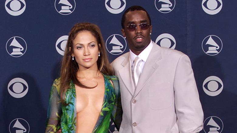 """Jennifer Lopez og Sean """"Diddy"""" Combs poserer"""