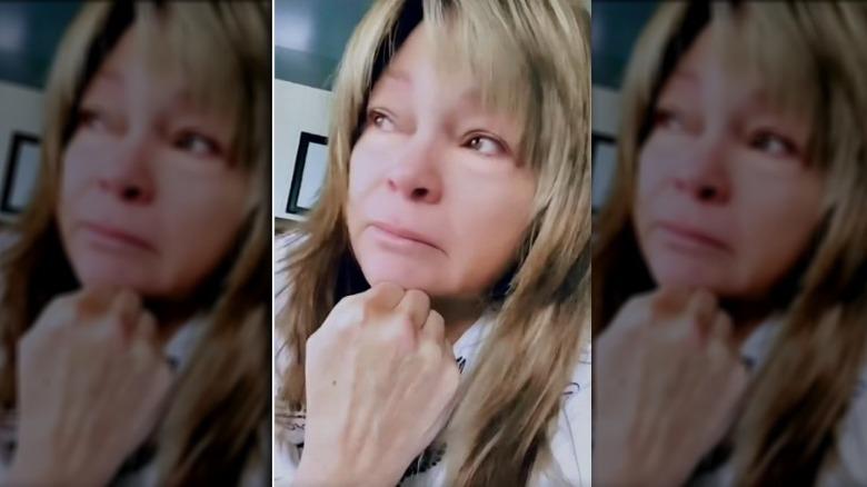Valerie Bertinelli gråter i en Instagram-video