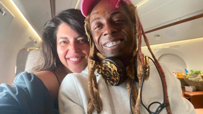 Denise Bidot smiler sammen med Lil Wayne i selfie