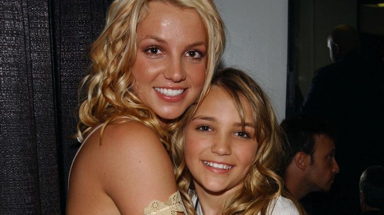Britney og Jamie Lynn Spears poserer sammen