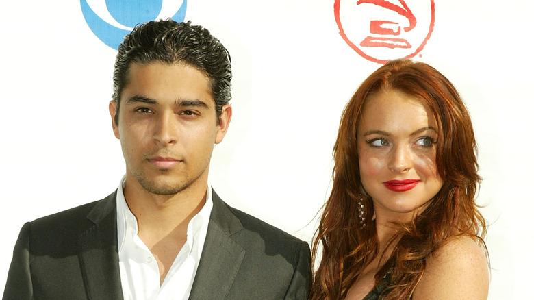 Wilmer Valderrama og Lindsay Lohan på den røde løperen i 2004