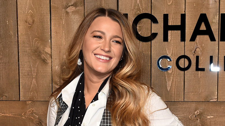Blake Lively smiler i februar 2020