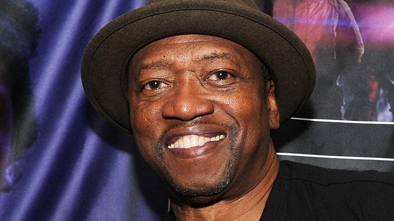 TK Carter iført hatt
