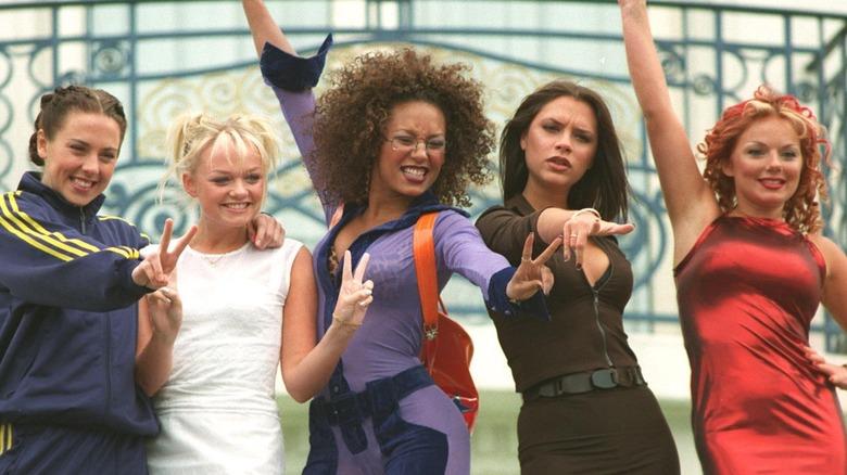 Spice Girls poserer for et bilde i 1997