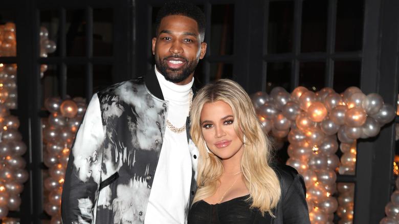 Khloé Kardashian poserer med Tristan Thompson