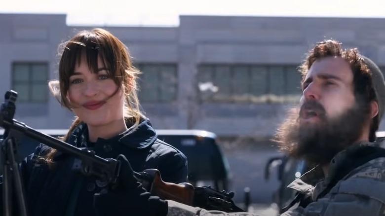 Dakota Johnson i en SNL-skisse som håner ISIS