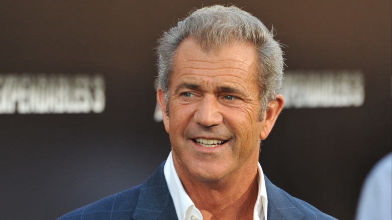 Mel Gibson smiler på et offentlig arrangement