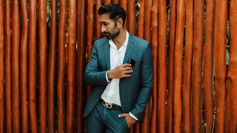 Vishal Parvani poserer utendørs