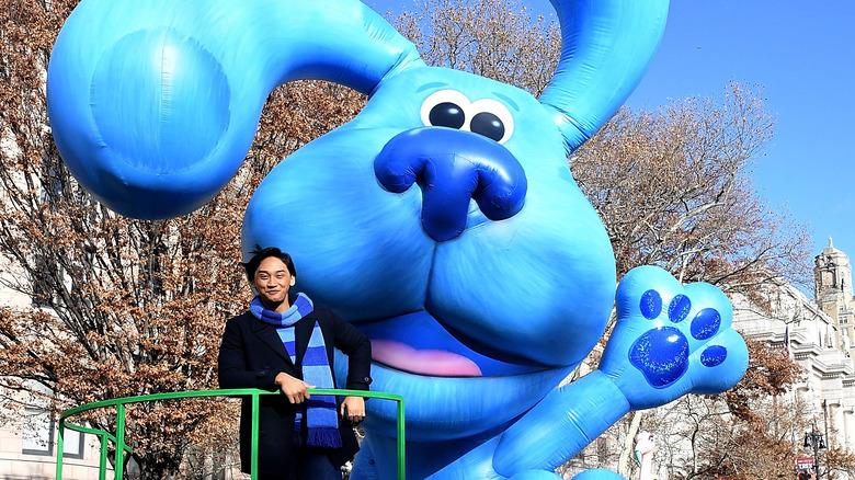 Josh Dela Cruz med Blue float på Macy's parade