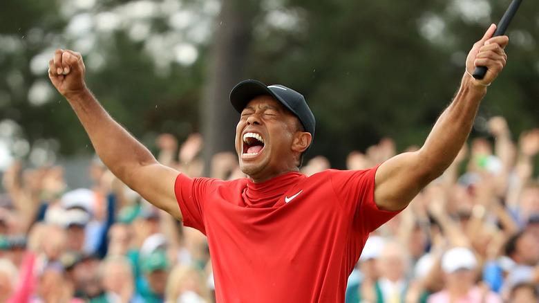 Tiger Woods feirer