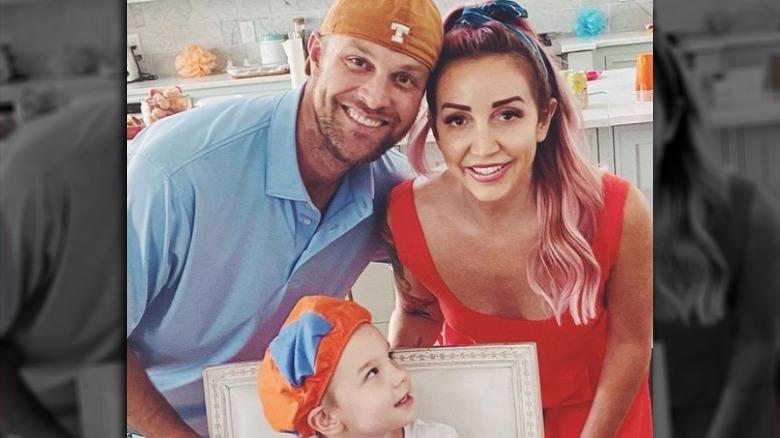 Ashley Monroe, ektemannen John Danks og sønnen Instagram-bilde