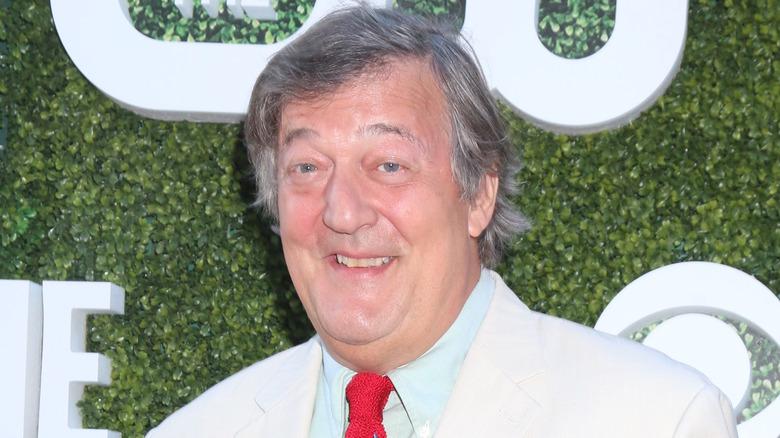 Stephen Fry smilende