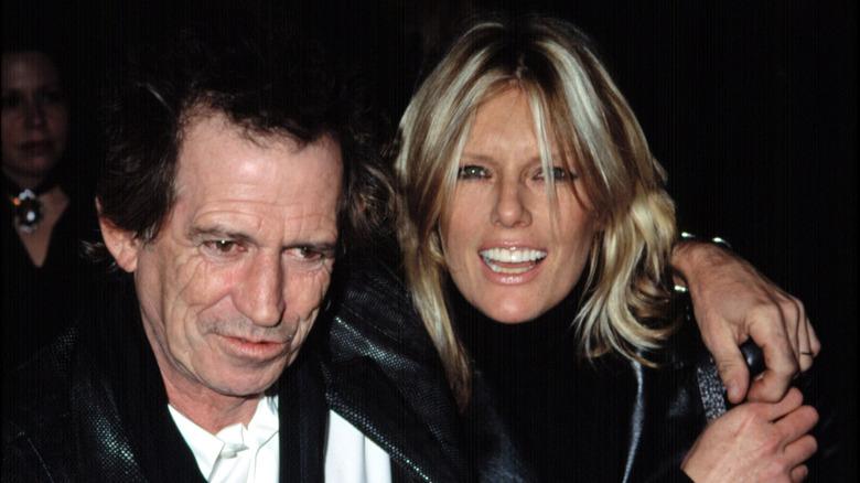 Keith Richards og Patti Hansen, arm i arm
