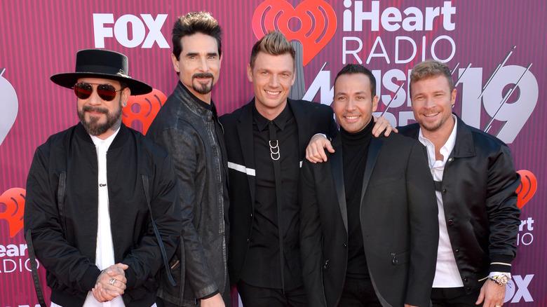 Backstreet Boys poserer på den røde løperen